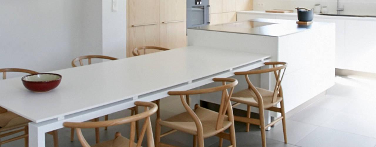 réhabilitation complète d'une maison avec la création de deux extensions Cuisine minimaliste par Emilie Bigorne, architecte d'intérieur CFAI Minimaliste