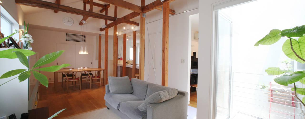 ห้องนั่งเล่น by atelier m