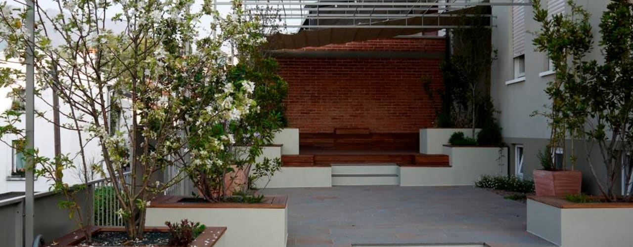 Varandas, alpendres e terraços modernos por Paola Thiella Moderno