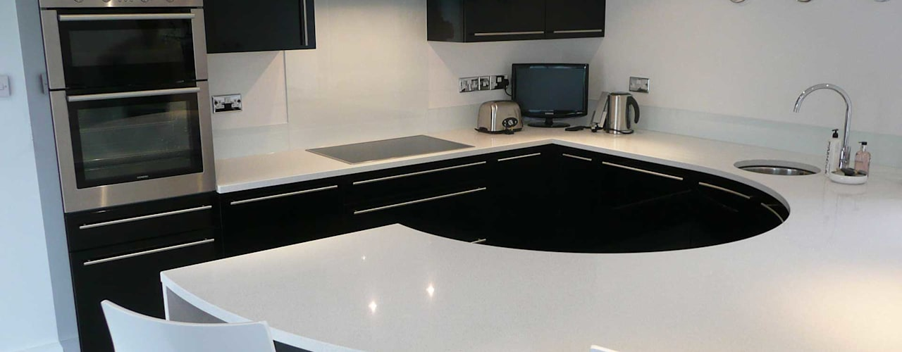 Compact High Black Gloss Cucina moderna di PTC Kitchens Moderno