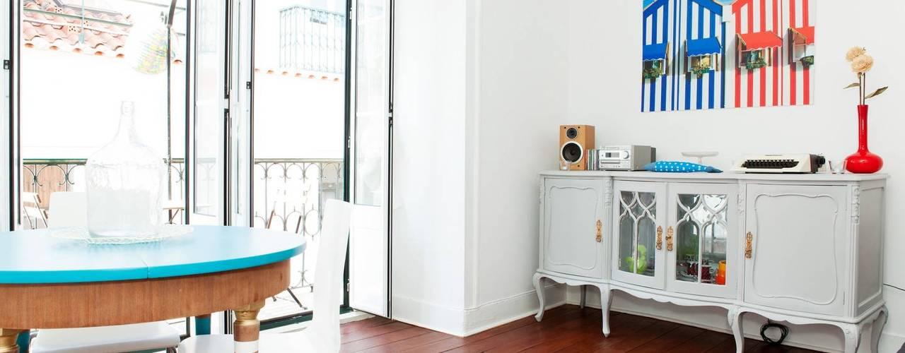 Apartamento Bairro Alto Salas de estar modernas por Monstros Moderno