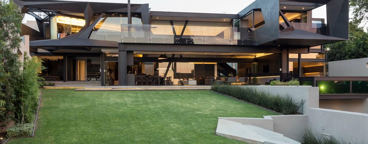 Kloof Road House Casas estilo moderno: ideas, arquitectura e imágenes de Nico Van Der Meulen Architects Moderno
