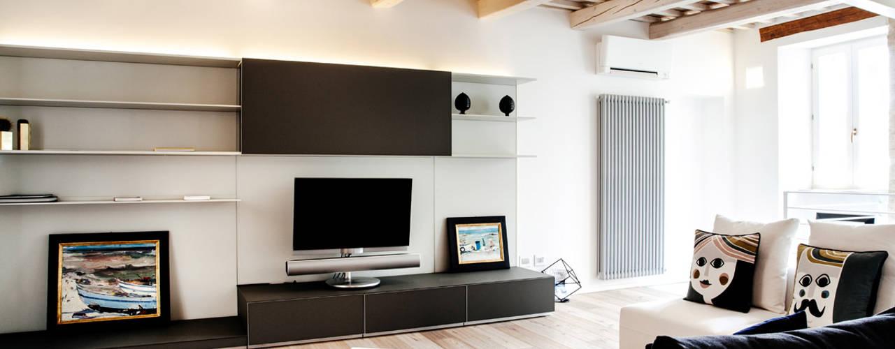 Mediterranean style living room by Ossigeno Architettura Mediterranean
