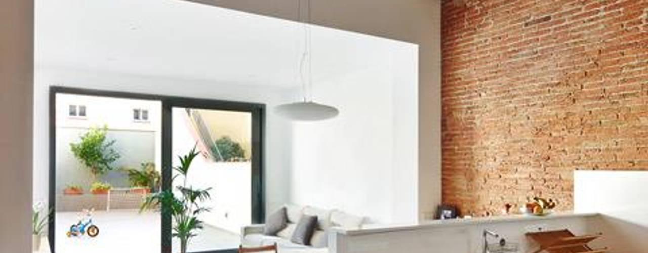 Cocinas minimalistas de Vallribera Arquitectes Minimalista