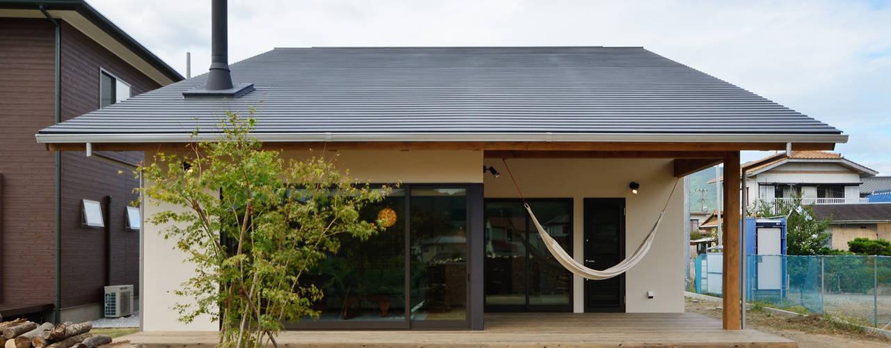 現代房屋設計點子、靈感 & 圖片 根據 株式会社kotori 現代風