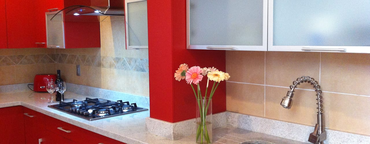 Rojo apasionado: Cocinas de estilo  por ARKIZA ARQUITECTOS by Arq. Jacqueline Zago Hurtado