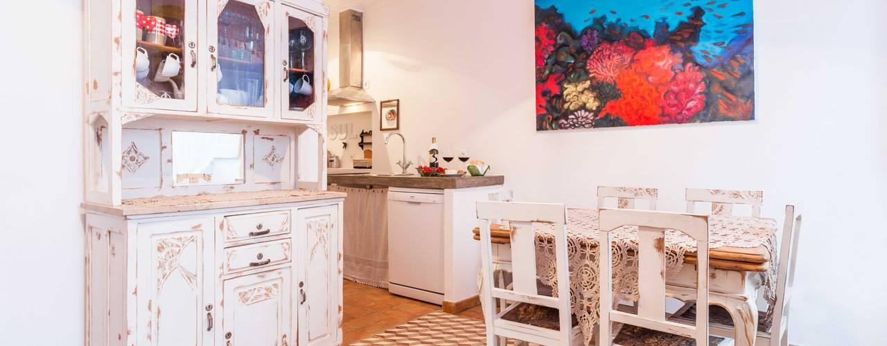 Casa Sul, um lugar onde se sente a alma portuguesa. : Cozinhas  por alma portuguesa,Rústico