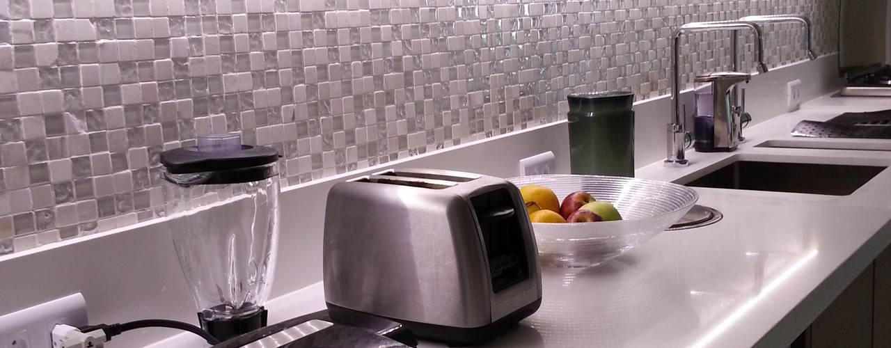 Cozinhas modernas por Lucio Nocito Arquitetura e Design de Interiores
