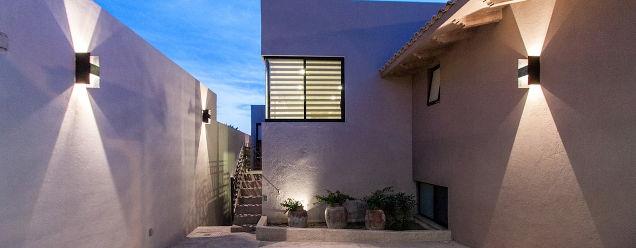 Houses by Loyola Arquitectos, Modern