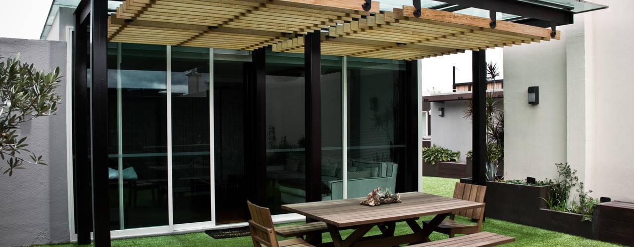 Balcones y terrazas de estilo moderno de STUDIOROCA Moderno