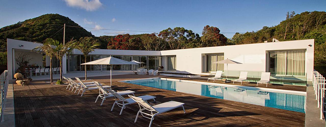 by Monteiro, Resendes & Sousa Arquitectos lda. Мінімалістичний