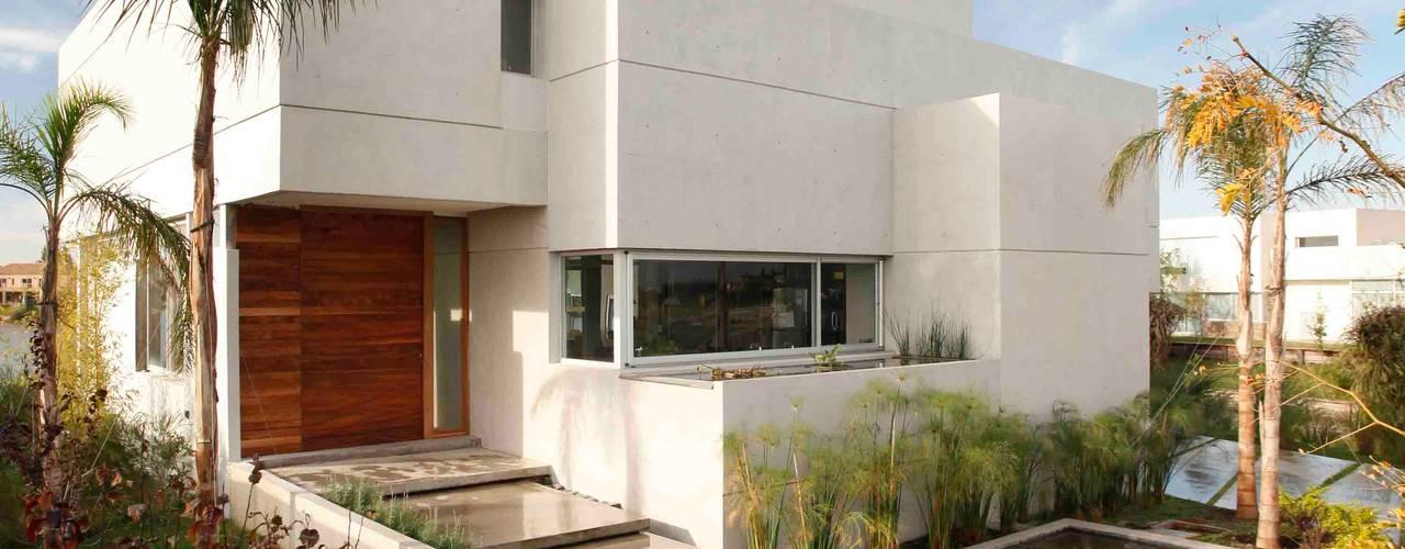Casa del Cabo: Casas de estilo moderno por Remy Arquitectos