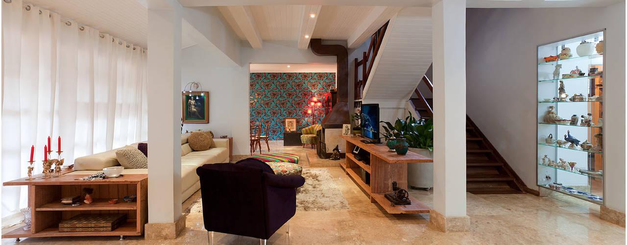 Living room by MMMundim Arquitetura e Interiores
