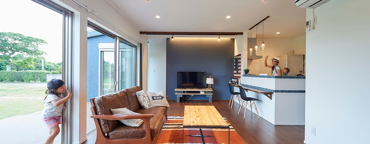 Living room by 株式会社スタジオ・チッタ Studio Citta