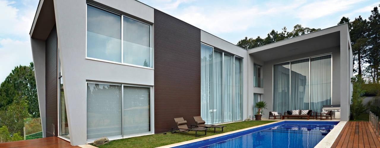 Piscinas de estilo moderno de Márcia Carvalhaes Arquitetura LTDA. Moderno