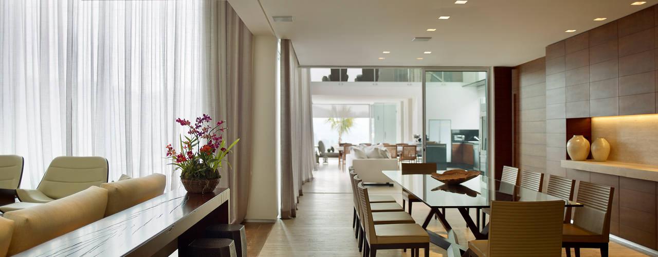 Comedores de estilo moderno por Márcia Carvalhaes Arquitetura LTDA.