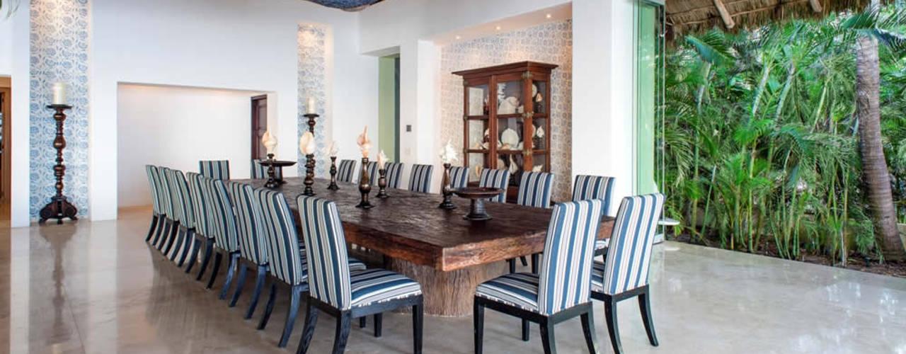 Tropische Wohnzimmer von BR ARQUITECTOS Tropisch