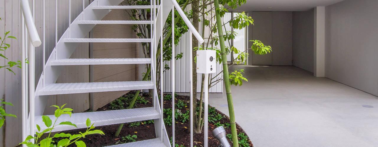 Balkon, Beranda & Teras Modern Oleh Nobuyoshi Hayashi Modern