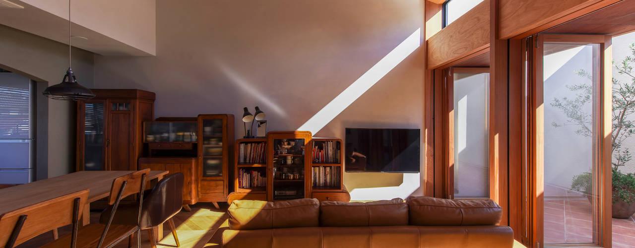 Living room by Nobuyoshi Hayashi