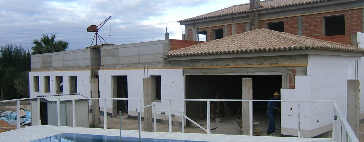 Isolamento Térmico - B Casas mediterrânicas por RenoBuild Algarve Mediterrânico