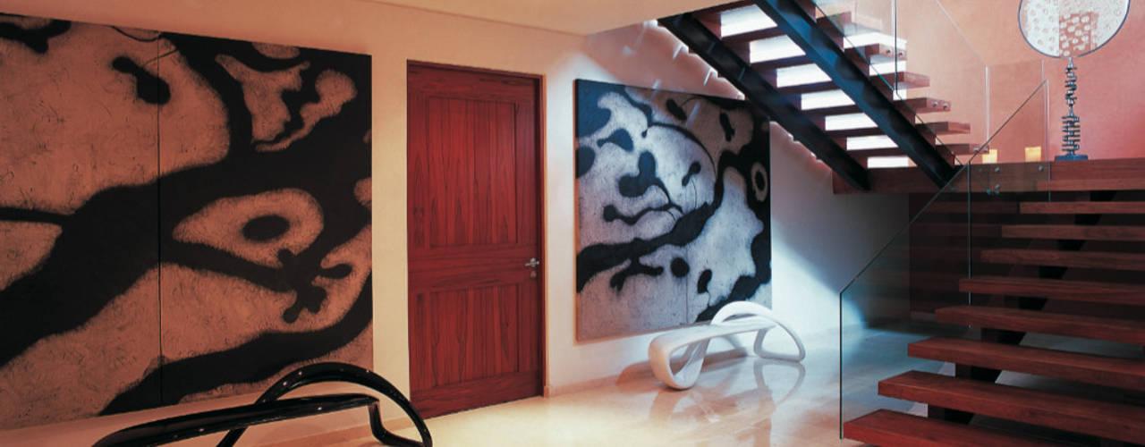 Couloir, entrée, escaliers modernes par Olivia Aldrete Haas Moderne