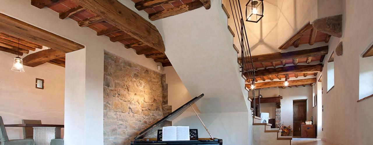 Pasillos y vestíbulos de estilo  por marco bonucci fotografo, Clásico