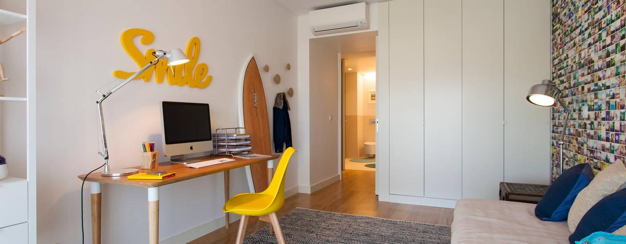 Dormitorios de estilo  por Traço Magenta - Design de Interiores