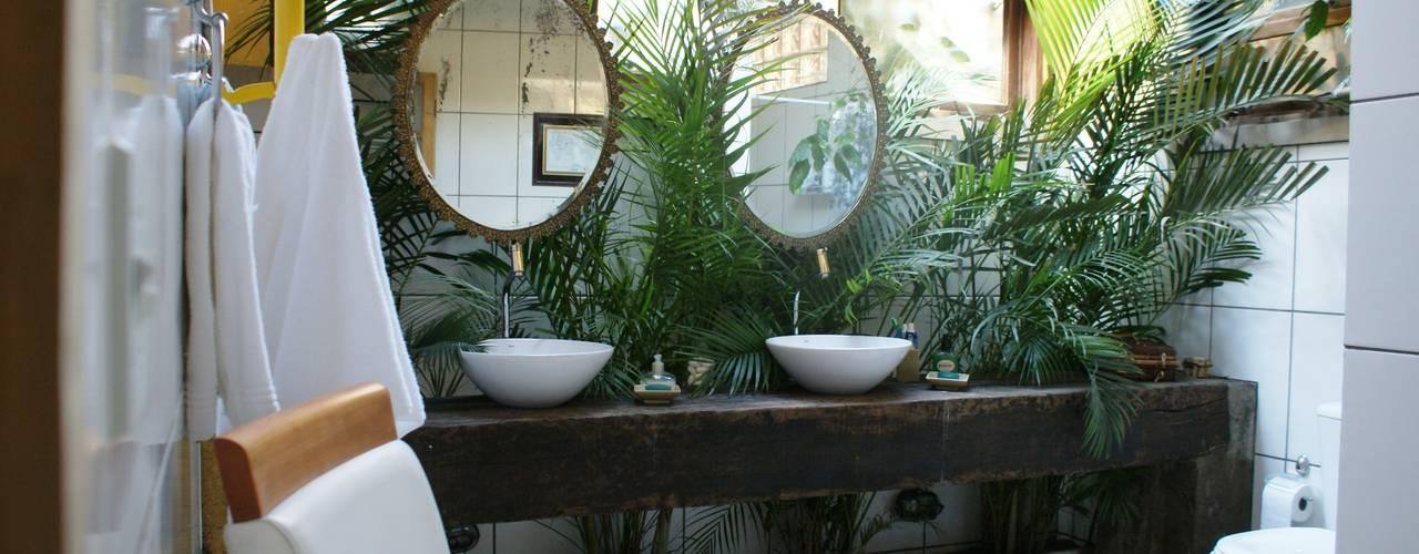 Bagno in stile rustico di Daniela Zuffo Arquitetura e Interiores Rustico