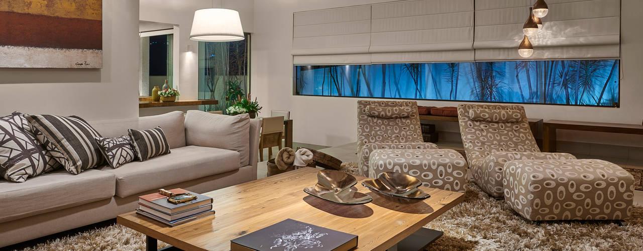 غرفة المعيشة تنفيذ Isabela Canaan Arquitetos e Associados , حداثي