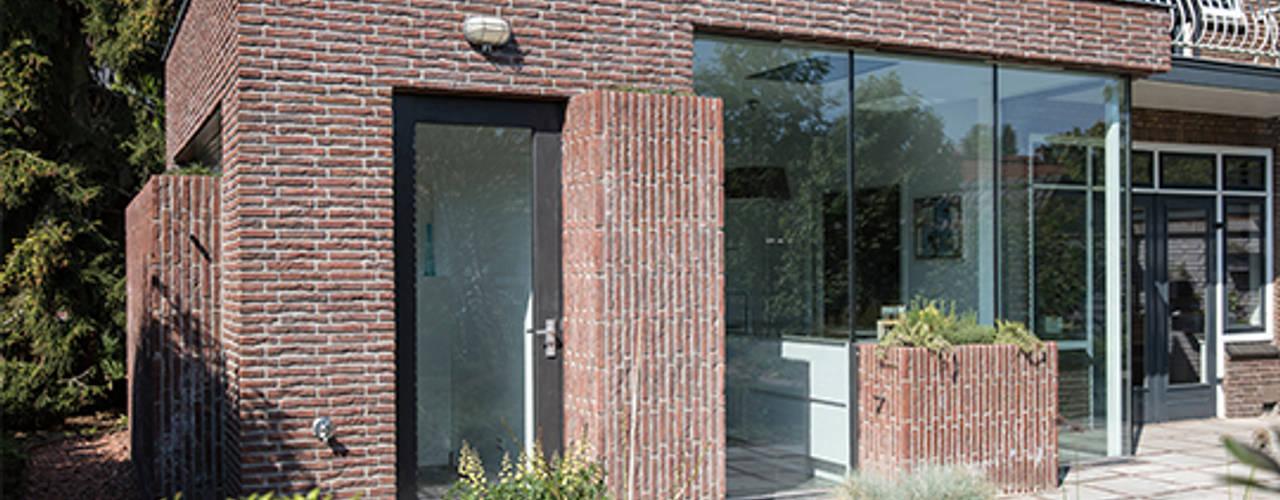 Дома в стиле модерн от Kraal architecten BNA Модерн