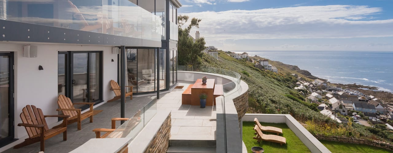 Gwel-An-Treth, Sennen Cove, Cornwall Laurence Associates Modern balcony, veranda & terrace