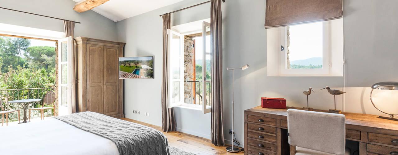 VILLA - GASSIN: Chambre de style de style Méditerranéen par PASSAGE CITRON