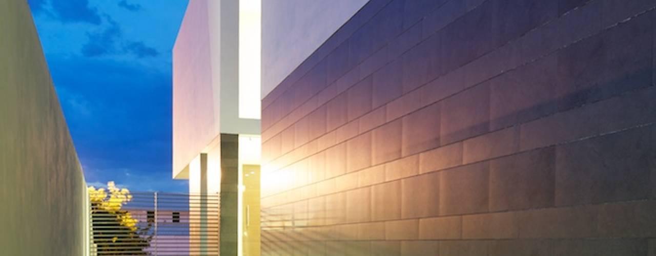 Casa Koz: Casas de estilo  por Tacher Arquitectos, Moderno