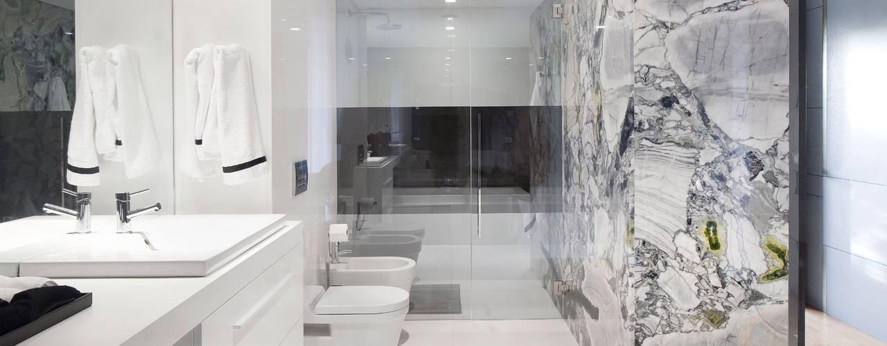 Bagno in stile in stile Minimalista di GAVINHO Architecture & Interiors