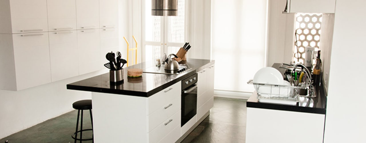 Minimalist kitchen by PUNCH TAD Minimalist