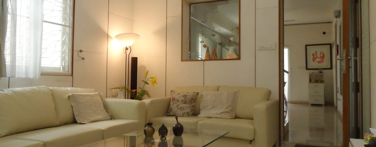 HOUSE IN WHITES Minimalist living room by VERVE GROUP Minimalist