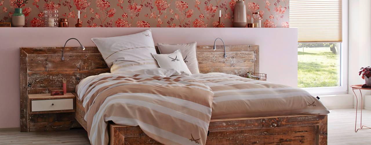 Betten und Schlafzimmer: modern  von Tischlerei Charakterstück,Modern