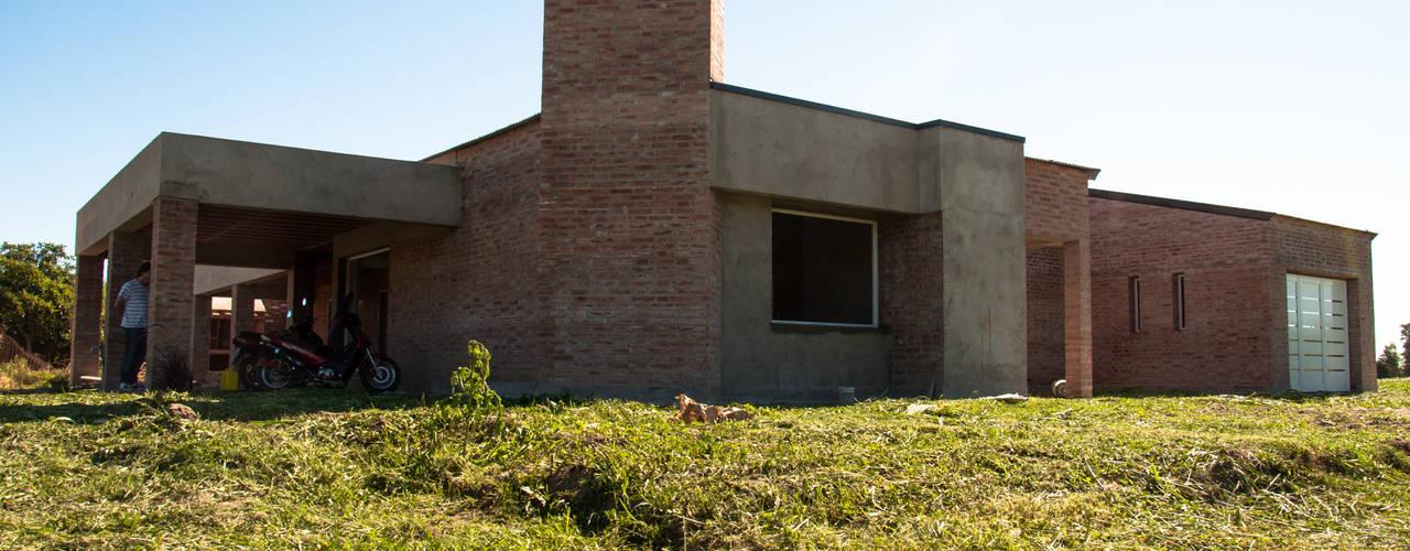 現代房屋設計點子、靈感 & 圖片 根據 norte.ARQ 現代風