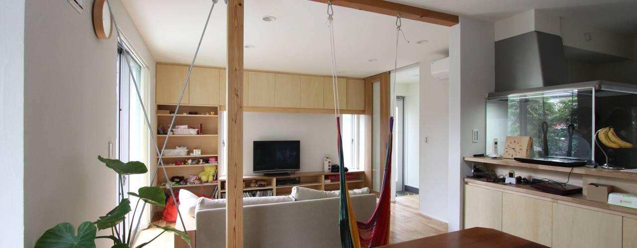 風が通り抜ける家 : アトリエグローカル一級建築士事務所が手掛けたリビングです。