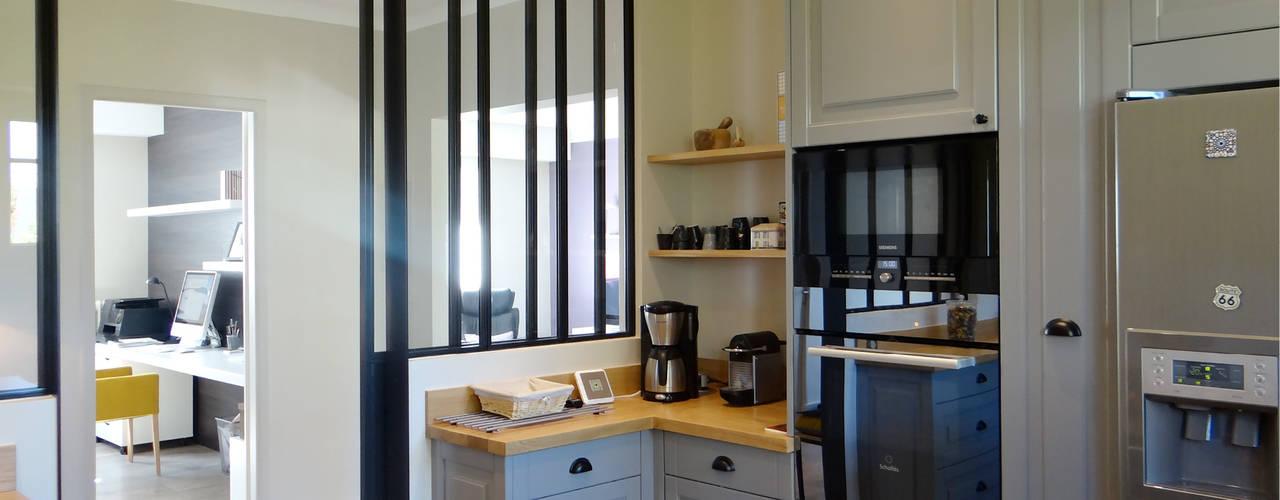 Nhà bếp theo UN AMOUR DE MAISON,