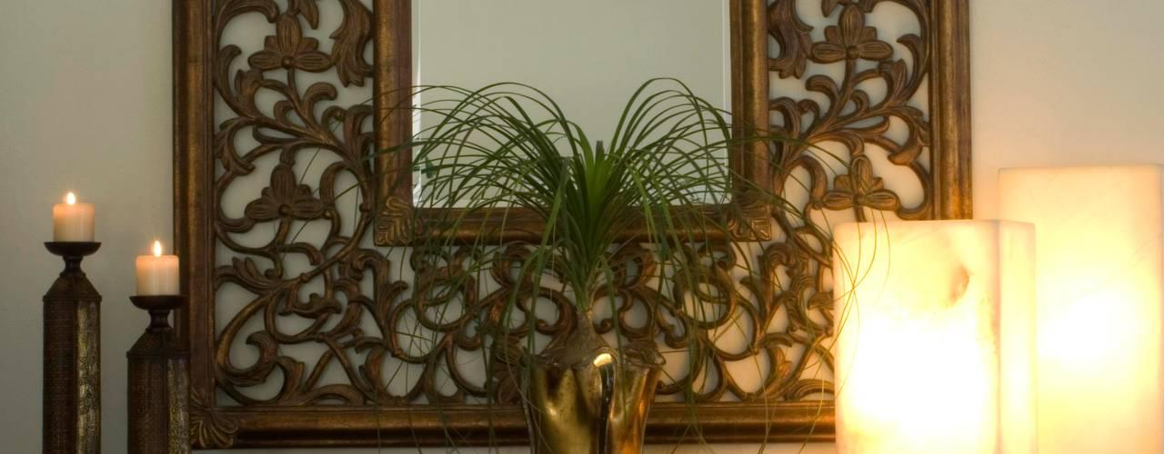 Pasillos, vestíbulos y escaleras  de estilo  por VICTORIA PLASENCIA INTERIORISMO