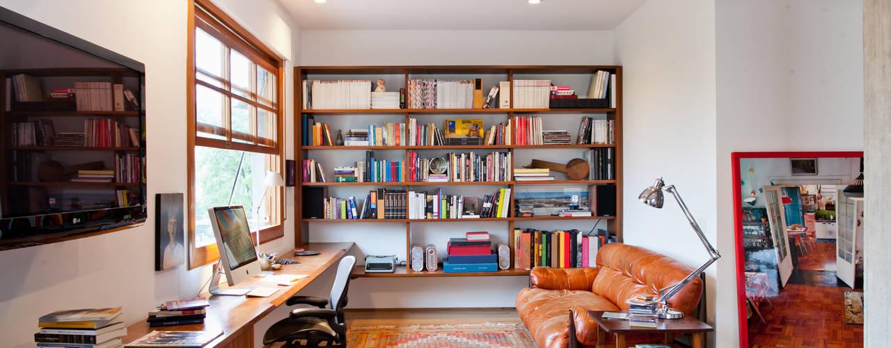 ห้องทำงาน/อ่านหนังสือ by Estúdio Paulo Alves