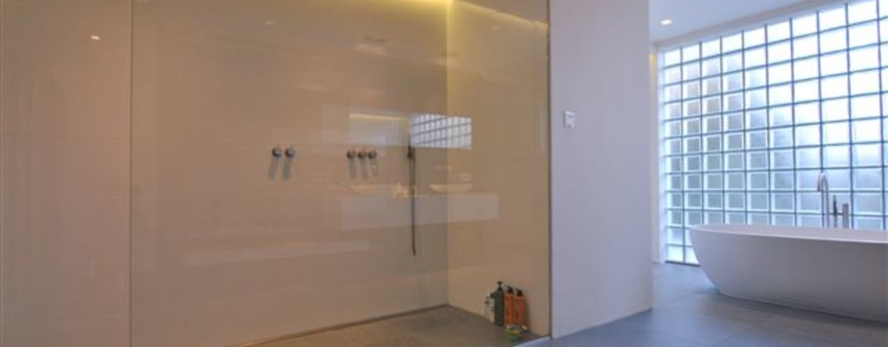 Restylen Villa te Essen:  Badkamer door Vergouwen & Van Rijen architecten BNA BVBA