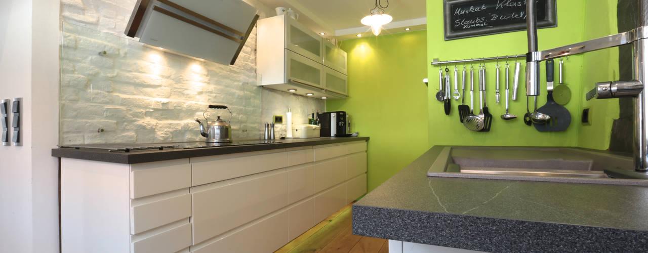 komplette Sanierung von Fachwerkhaus Moderne Küchen von K&R Design GmbH Modern