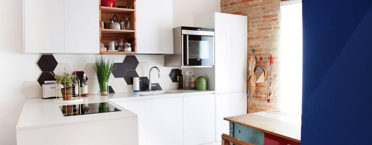 Dapur oleh Ossigeno Architettura, Mediteran