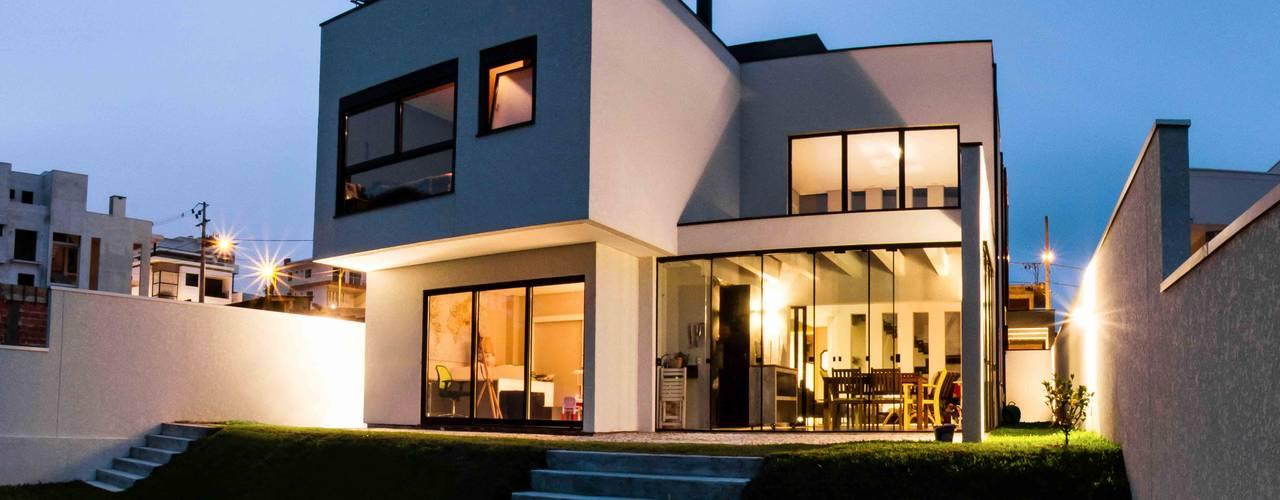 Minimalist house by cunha² arquitetura Minimalist