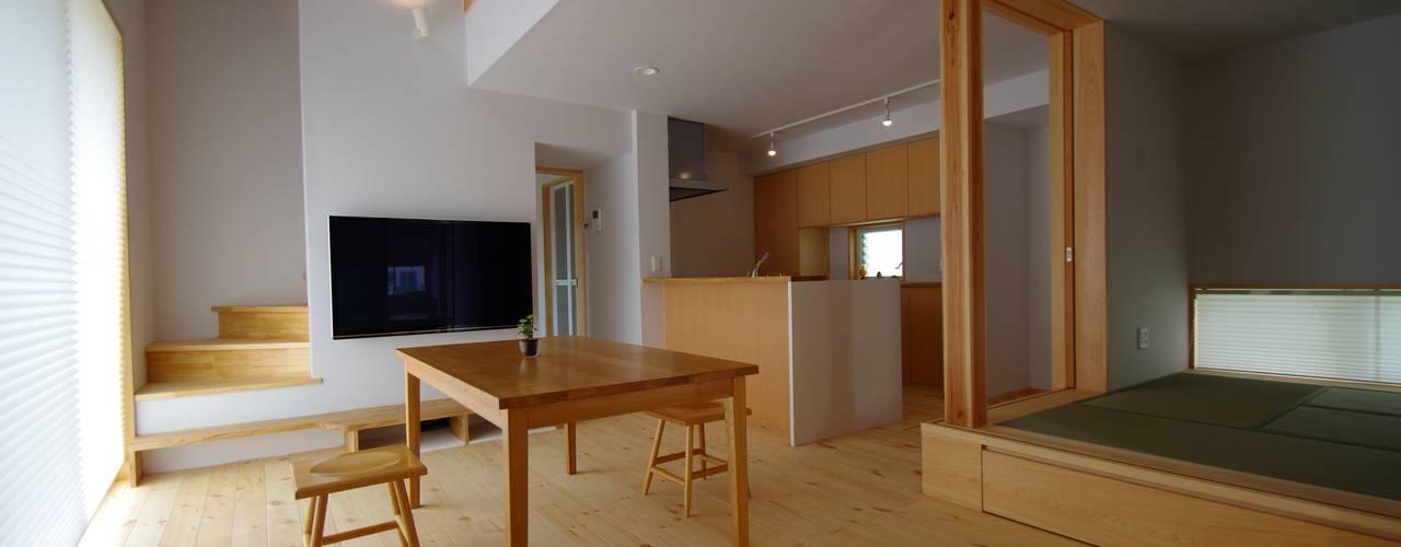 Phòng khách phong cách Bắc Âu bởi K+Yアトリエ一級建築士事務所 Bắc Âu