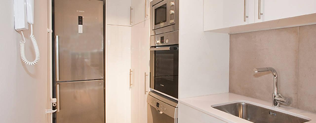 Cozinhas modernas por Grupo Inventia Moderno
