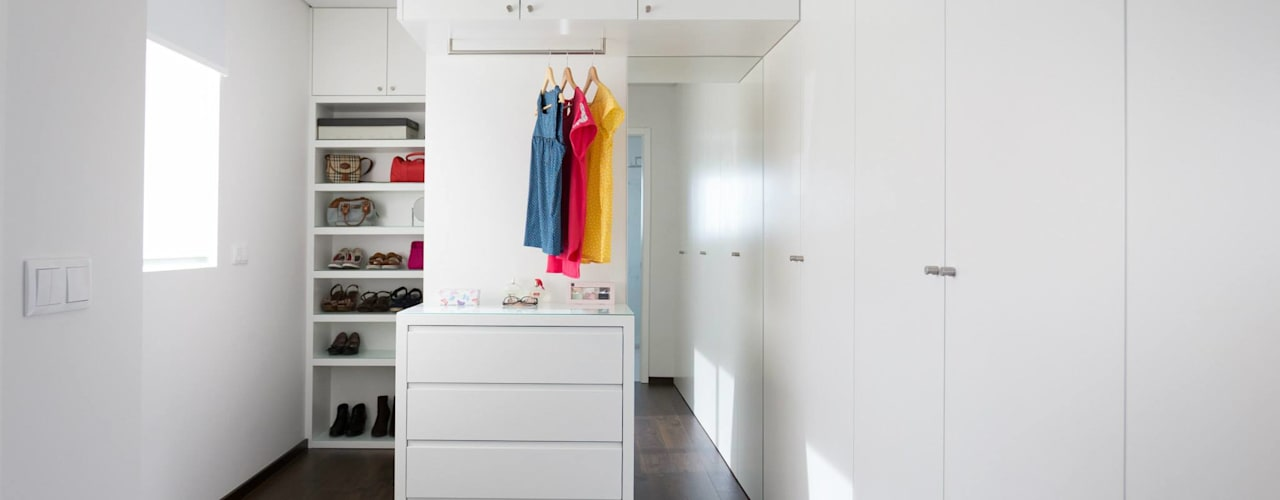 house 116 bo | bruno oliveira, arquitectura Modern style dressing rooms MDF White