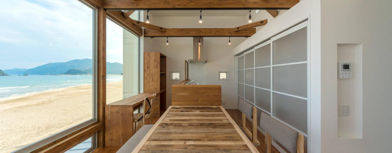 Air Living® &Shutter Garage 空と海な家: フォーレストデザイン一級建築士事務所が手掛けたです。